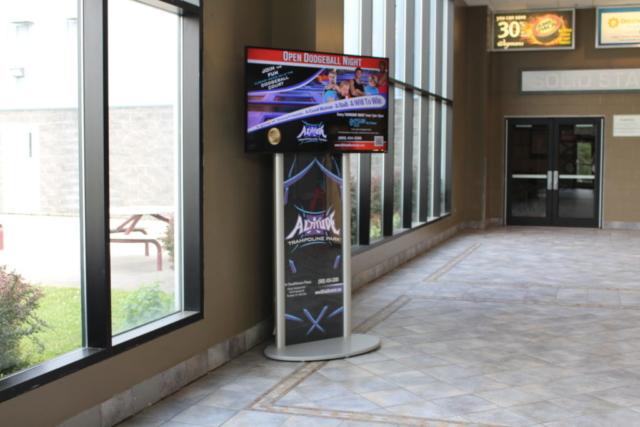 altitude digital screen, digital attention grabber, recreation digital signage, static digital signage